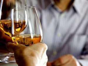 Алкоголь может вызвать гипогликемию, даже при умеренном потреблении