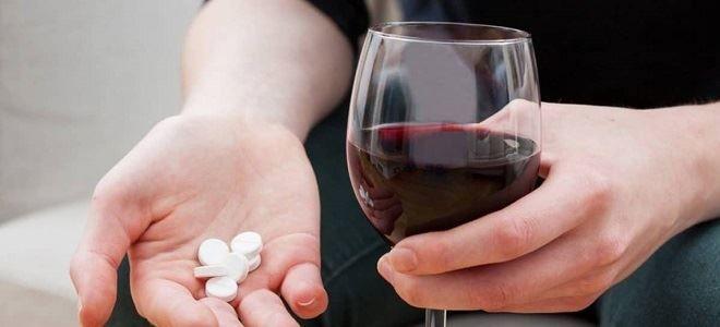 Можно ли принимать Аллохол и алкоголь одновременно?