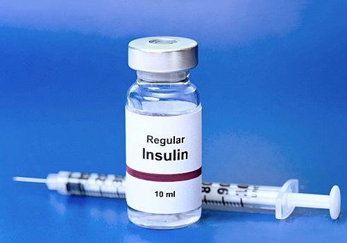 Инсулин и шприц