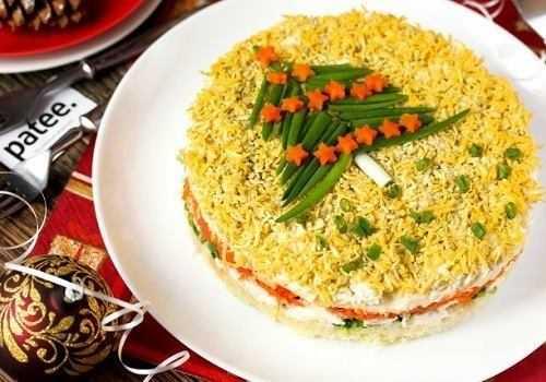 Тарелка с салатом Мимоза