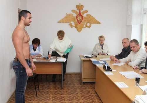 Мужчина и призывная комиссия