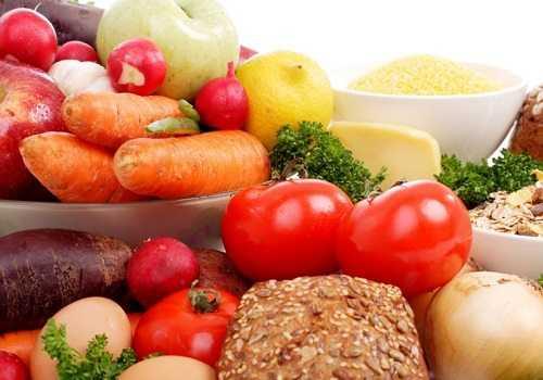 Яблоки, морковь, помидоры, хлеб, крупы
