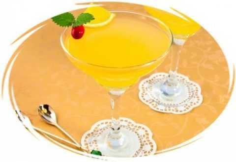 Ароматное лимонное желе – отличное блюдо для утоления голода в жаркие дни.