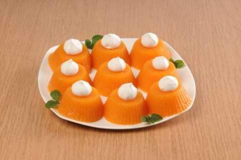 Ароматный десерт с легкой кислинкой придется по вкусу как взрослым, так и детям.
