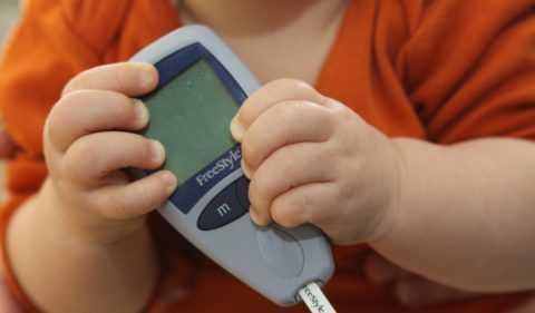 Диабету с зависимостью от инсулина чаще подвержены пожилые люди с лишним весом