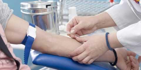 Для анализа крови на инсулиновый гормон кровь забирается из вены