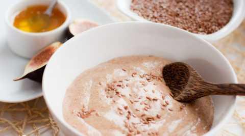 Для приготовления каши можно использовать готовую муку из семян льна.