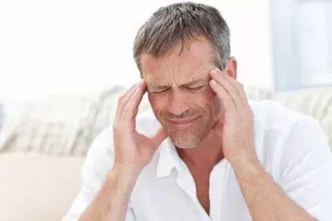 Головная боль и головокружения являются одними из основных симптомов СД 1 типа у мужчин.