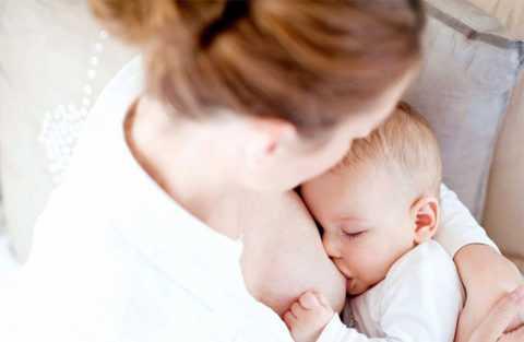 Грудное вскармливание защищает малыша от многих болезней