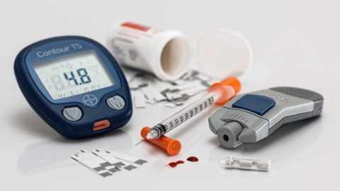 Использование любых препаратов при СД требует строгого контроля над уровнем гликемии.