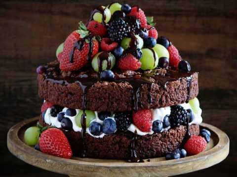 Изредка позволить себе кусочек диетического тортика можно даже на фоне диабета.