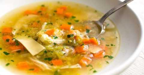 Легкий овощной суп – идеальный вариант блюда для нормализации обмена веществ.