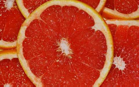 Лучший фрукт – это красные грейпфруты, которые надо есть с белыми оболочками долек