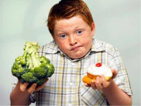 Малышам важно правильно питаться