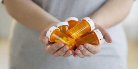 На поздних стадиях заболевания используют только лекарства
