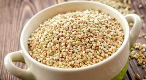 Наибольшее количество витаминов содержится в зеленой гречневой крупе.