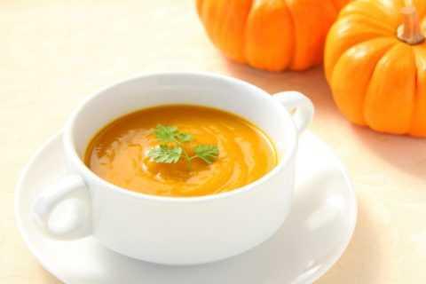 Насыщенный тыквенный суп – отличное блюдо для сытного и полноценного обеда.