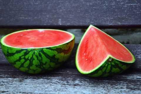 Натуральная и свежая мякоть арбуза поможет утолить не только жажду, но и голод.