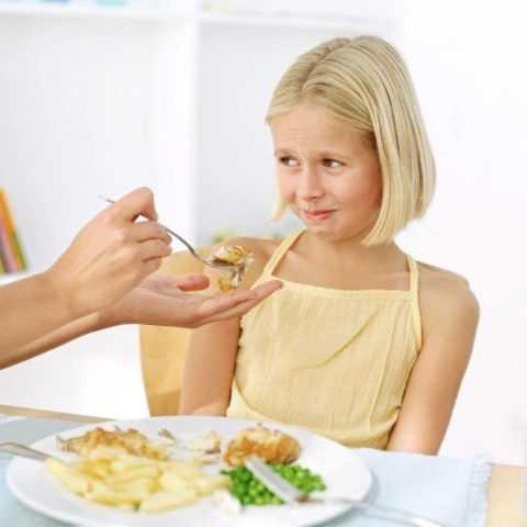 Не нужно кормить ребенка через силу.