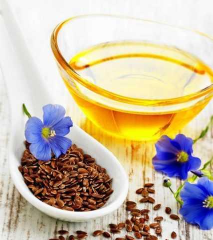 Особенно полезно для диабетиков принимать чайную ложку льняного масла с утра.