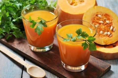 Особенно вкусен тыквенный сок с добавлением свежевыжатого сока цитрусовых фруктов.