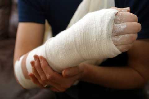 Пациентам стоит уделять внимание профилактике травматизма.