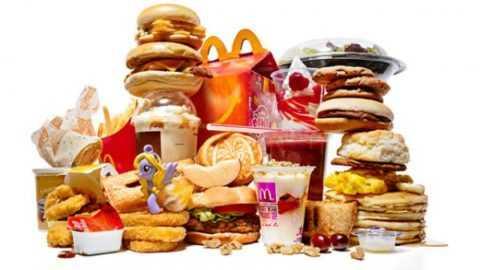 Пациентке придется полностью отказаться от сладостей и пищевого мусора