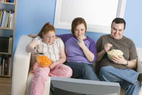 Пищевые привычки также должны пересмотреть родители.
