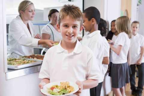 Питание в школьной столовой не всегда допустимо.