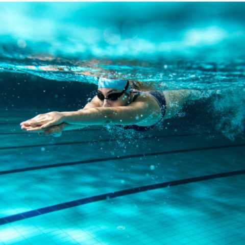 Плавание укрепляет иммунитет и работу мышц