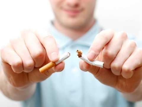 Показан полный отказ от вредных привычек.