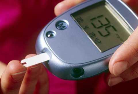 Повышение сахара до критической отметки выше 10 ммоль/л означает приступ гипергликемии.