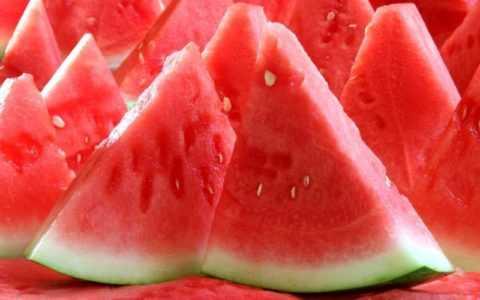 При диабете не следует употреблять более двухсот грамм спелой мякоти в день.