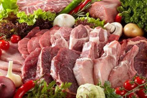 При диабете желательно употреблять мясо маложирных и постных сортов.