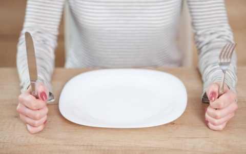 При голодании в организм не поступает достаточное количество нутриентов