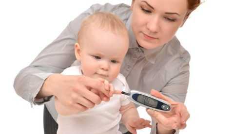 При наличии в анамнезе одного или нескольких факторов риска необходимо проведение контроля уровня сахара в крови грудничка