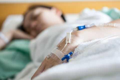 При тяжелых приступах сахарного диабета жизнь спасти могут только оперативные действия врачей.