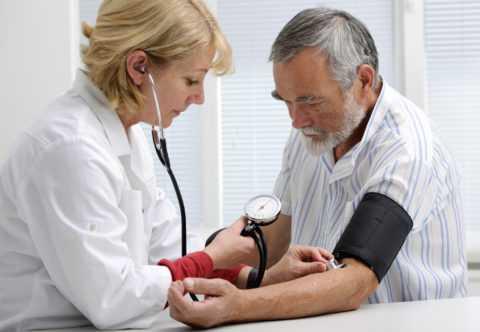 У человека с нефропатией повышается давление