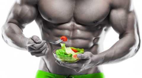 Удел бодибилдера – строгая белковая диета с низкокалорийными салатами