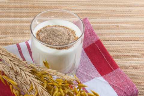 Улучшить пищеварение и обмен веществ поможет натуральный и свежий кефир.