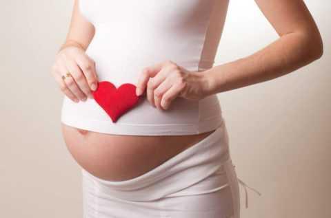 Употреблять калину и средства на ее основе не следует в период беременности.