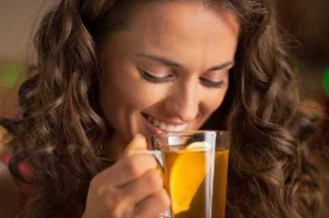 Увлажнить кожу изнутри поможет обязательное соблюдение питьевого режима.