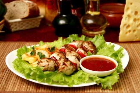 В праздничные дни важно удержаться, и съесть только одно «условно-допустимое» блюдо