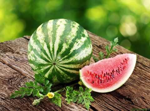 В умеренных количествах лакомиться сладкими арбузами можно и на фоне диабета 2 типа.