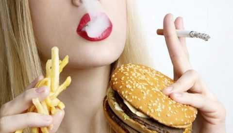 Вредные привычки и неправильное питание усугубляют гипогликемическое состояние.
