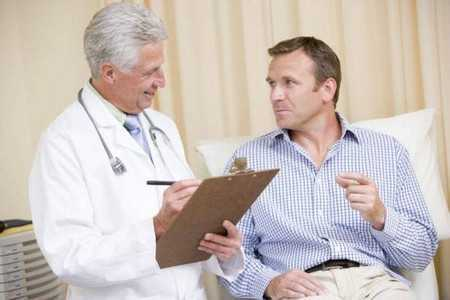 Мужчина на преме у врача