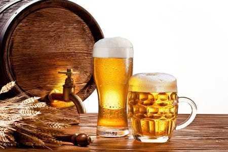 кружка и бокал пива