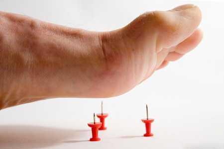 Нога на иголки