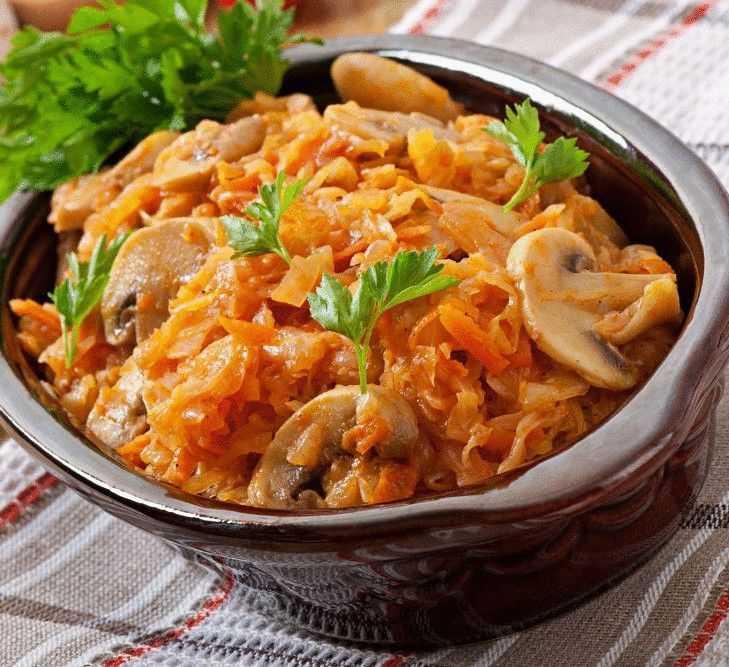 Капуста с мясом и грибами