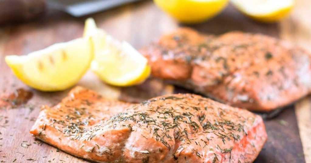 Печеный лосось с лимоном